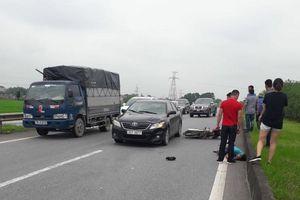 Clip: Ô tô đâm xe máy trên đường cao tốc Hà Nội - Thái Nguyên