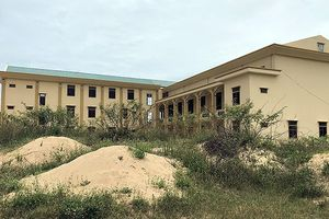 Trường nghề trăm tỷ bị 'bỏ hoang' giữa đồng