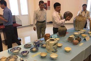 Một người dân hiến tặng cổ vật niên đại 500 – 700 năm TCN cho bảo tàng