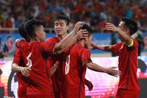 Thấy gì từ 'màn chào hỏi' của tuyển Olympic Việt Nam?