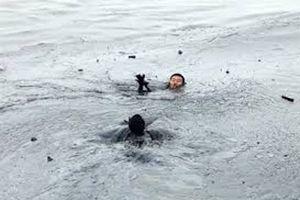 Hai thanh niên nghi bị đuối nước khi tắm sông