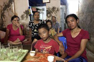 Sạt lở đất nghiêm trọng ở Hòa Bình: Vừa từ viện về, lại phải 'sơ tán'