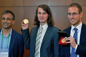 Thiên tài toán học Australia giành Giải thưởng Fields
