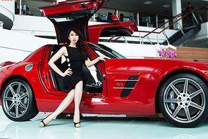 Thúy Ngân 'Gạo nếp gạo tẻ' đọ dáng Mercedes-Benz SLS