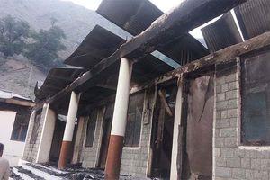 Pakistan: 12 trường học bị tấn công và đốt cháy
