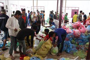 Dầm mưa, vượt lũ cứu người và bữa cơm thắm tình hữu nghị trên nước bạn Lào