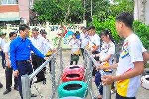 Bí thư Trung ương Ðoàn thăm sinh viên tình nguyện