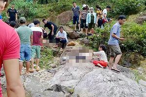 Chụp ảnh dã ngoại, hai phụ nữ bị đuối nước vì rơi xuống suối