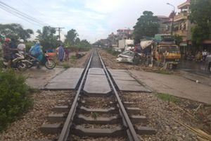 Tăng cường bảo đảm an toàn giao thông tại các vị trí giao cắt giữa đường bộ và đường sắt