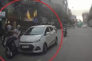Clip xe điên đâm hàng loạt người trên đường Hà Nội