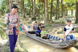 Kỹ sư viễn thông về làm vườn dừa 'hút' khách ở 'Cù lao tam tỉnh'