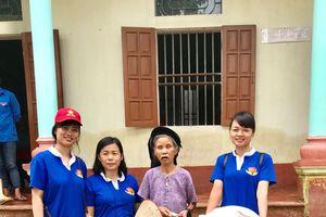 Trao quà tặng nhân dân vùng lụt huyện Chương Mỹ, Hà Nội