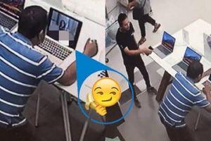 Lạ lùng vào cửa hàng máy tính, thản nhiên bật phim khiêu dâm xem