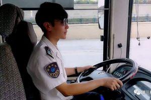 Tài xế xe bus bất ngờ nổi tiếng vì điển trai như diễn viên