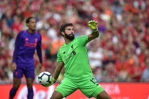 Thủ môn đắt giá nhất thế giới xuất trận, Liverpool đè bẹp Napoli