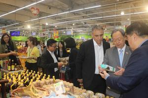 Bộ trưởng Thương mại Thái Lan tìm hiểu sản phẩm tiềm năng của Việt Nam