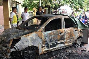 Đỗ xe trước trụ sở, xe Kia Morning của đại úy CSGT bị đốt lúc nửa đêm