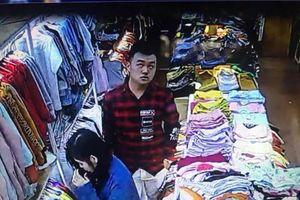 Truy tìm nam thanh niên vào 'shop quần áo' dùng dao đâm nữ nhân viên bán hàng