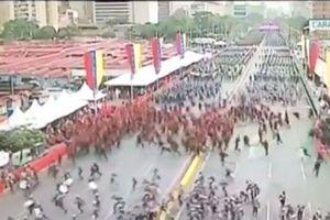 Nổ lớn tại buổi lễ có mặt của Tổng thống Venezuela Nicolas Maduro