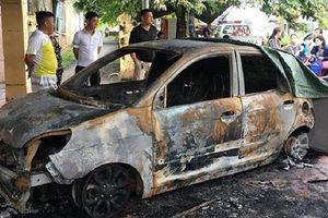 Ô tô của Đại úy CSGT bị thiêu rụi ngay trước trụ sở công an