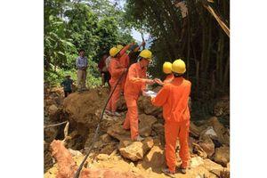 Hòa Bình: Cấp bách xử lý sự cố lưới điện vùng mưa bão, đảm bảo đời sống dân sinh