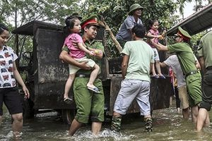 Bảo vệ tuyệt đối an toàn cho người dân vùng ngập lụt