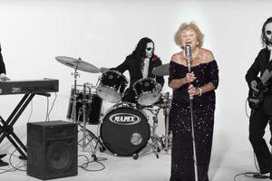 Sống sót sau thảm họa diệt chủng, trở thành ngôi sao của ban nhạc 'Thần chết'