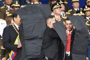 Toàn cảnh hiện trường hỗn loạn vụ Tổng thống Venezuela bị ám sát hụt