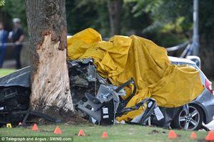Bị cảnh sát truy đuổi, BMW lao vào gốc cây, 4 người chết