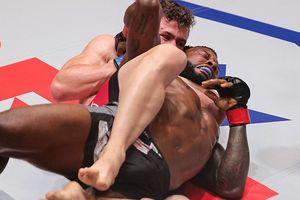 Cựu võ sỹ UFC bất tỉnh vì đòn siết cực hiểm