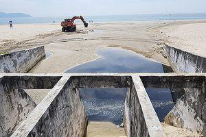 Đà Nẵng: Nửa đêm nước thải ồ ạt xả ra biển, các Sở 'ngắc ngứ' với nhau!
