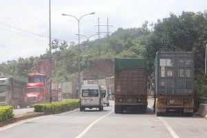 Mưa lũ kéo dài ở Lào khiến cửa khẩu tại Quảng Trị ùn tắc