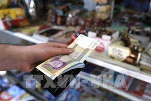 Iran nới lỏng kiếm soát ngoại hối nhằm ngăn chặn đồng nội tệ sụp đổ