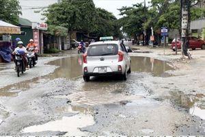 Nhiều tuyến đường TP Hà Tĩnh hư hỏng nghiêm trọng