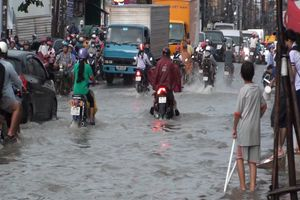 Mưa như trút nước, Đồng Nai ngập nghiêm trọng