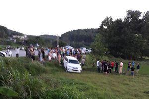 Clip: Cảnh sát nổ súng chặn bắt ô tô 'điên' nghi vận chuyển ma túy ở Quảng Ninh