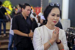 Nghệ sĩ Việt khóc thương trong tang lễ NSƯT Bùi Cường