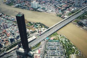 Vượt qua tòa tháp chọc trời ở Sài Gòn