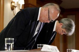 Lãnh đạo ĐH Nhật cúi rạp người xin lỗi vì sửa điểm thi của thí sinh