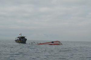4 tàu cá cùng hàng chục ngư dân gặp nạn trên biển