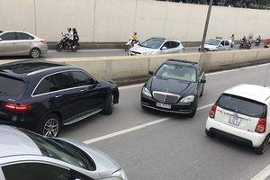 Vì sao xe Mercedes biển 'ngũ quý' chạy ngược chiều ở hầm Kim Liên?