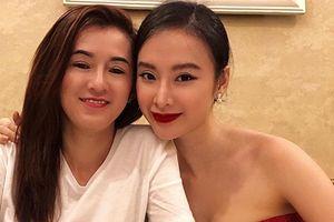 Mẹ đẻ Angela Phương Trinh được khen 'lão hóa ngược' trẻ đẹp không kém con gái