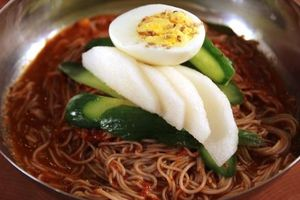Giá mỳ lạnh naengmyeon tại Hàn Quốc tăng gần 10%