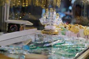 Khởi tố hai đối tượng chuyên cướp giật tại các cửa hiệu vàng tại Hà Nội