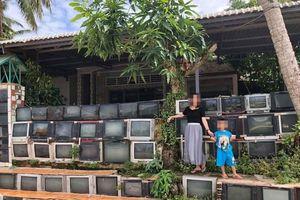 Ngôi nhà Việt có hàng rào TV cũ gây sốt trên báo ngoại