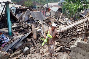 Thảm họa động đất Indonesia: 98 người chết, cứu hộ đang chạy đua với thời gian