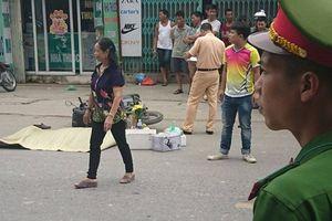 Hà Nội: Va chạm với container, nam thanh niên đi xe máy mặc áo grab bị kéo lê tử vong