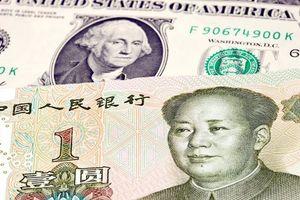 Đồng USD giảm nhẹ do tâm lý thận trọng trước gói thuế mới của Mỹ