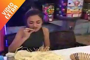 Cô gái trẻ ăn hết 4kg thịt xiên nướng chỉ trong 23 phút