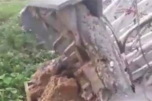 Cổng chào Bắc Ninh đổ sập làm lộ phần trụ cát